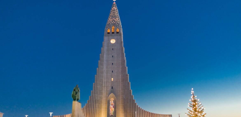 Jul vid Hallgrimskyrka, Reykjavik, Island