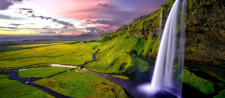 Seljalandsfoss vattenfall på södra Island. Ingår i utflykten längs sydkusten.
