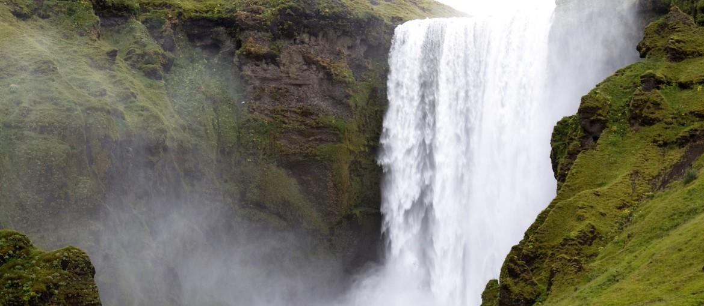 Skogafoss vattenfall på södra Island.