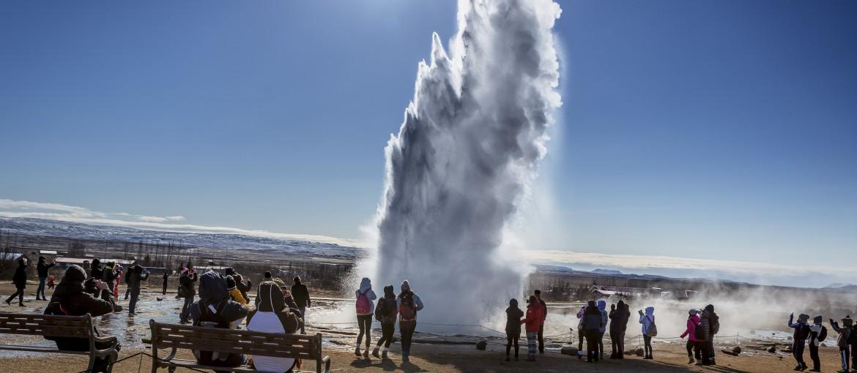 Gejsern Strokkur på Island.