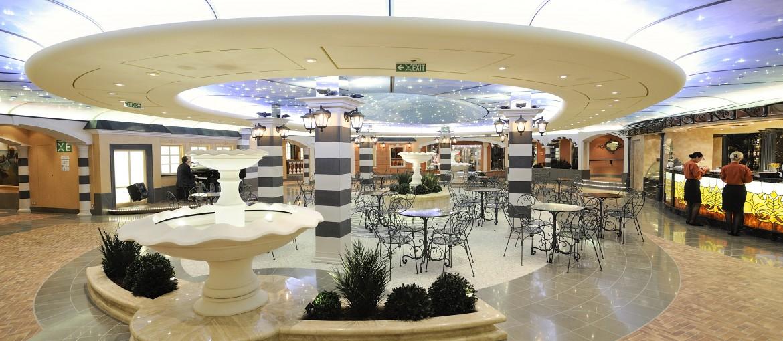 Piazza Giorgio ombord på MSC Fantasia