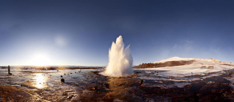 Gejsern Strokkur, en del av Gyllene Cirkeln på Island