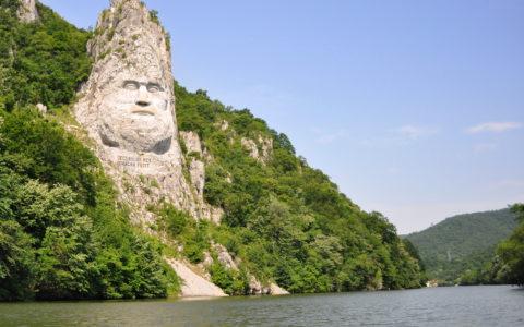 Järnporten med Decebalus skulpterade ansikte