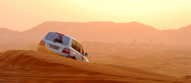 Jeepsafari i öknen i Förenade Arabemiraten