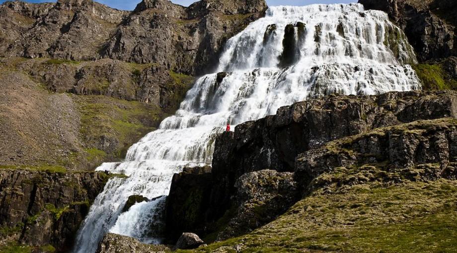 Vattenfallet Dynjandifoss på västra Island