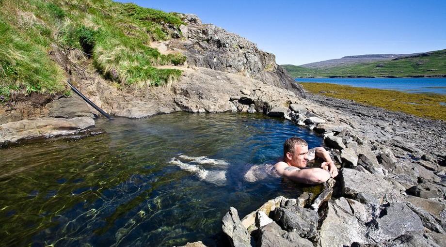 Hellulaug varm källa på Västfjordarna Island