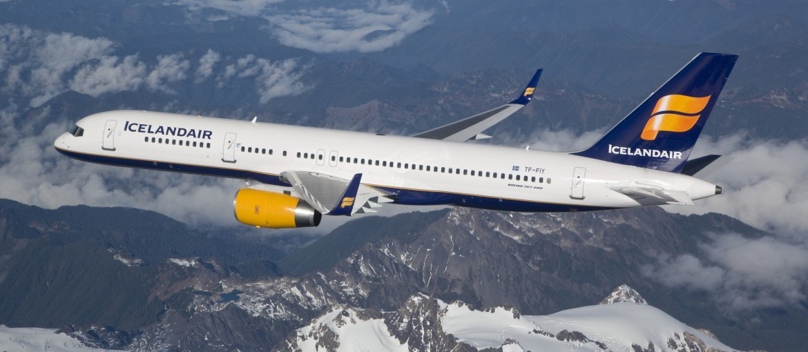 Icelandair Boeing 757-200 photographed on November 4, 2007 from Clay Lacy Astrovision Learjet.