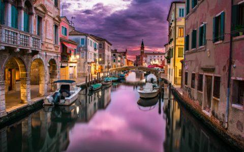 Kanal i Venedig i kvällsljus, Italien
