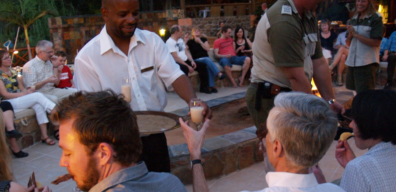 Kväll på Sebatana Rhino Lodge, Sydafrika
