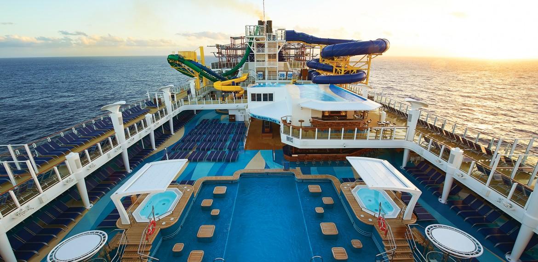 Poolområde ombord på Norwegian Escape