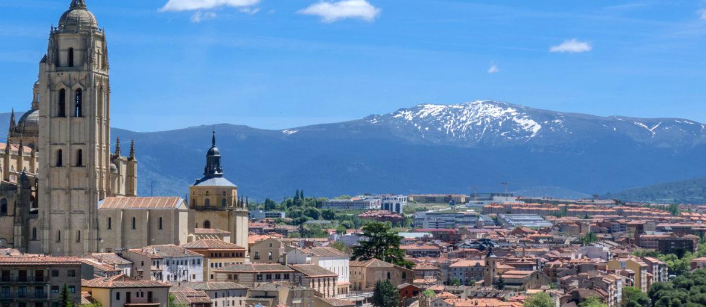 Vy över Madrid med bergen i bakgrunden
