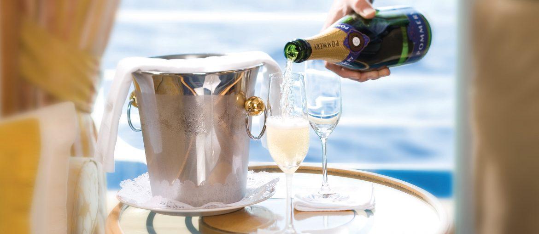 Champagne serverad i din svit