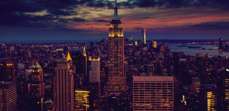 Kväll över New York och Empire State Building