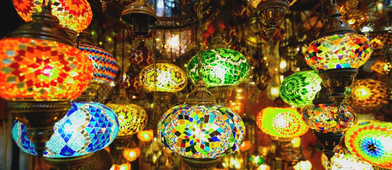 Vackra lampor i den världskända Grand Bazar