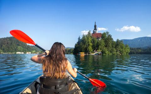Åk med Escape Travel till Slovenien och prova kajak i Bled sjön